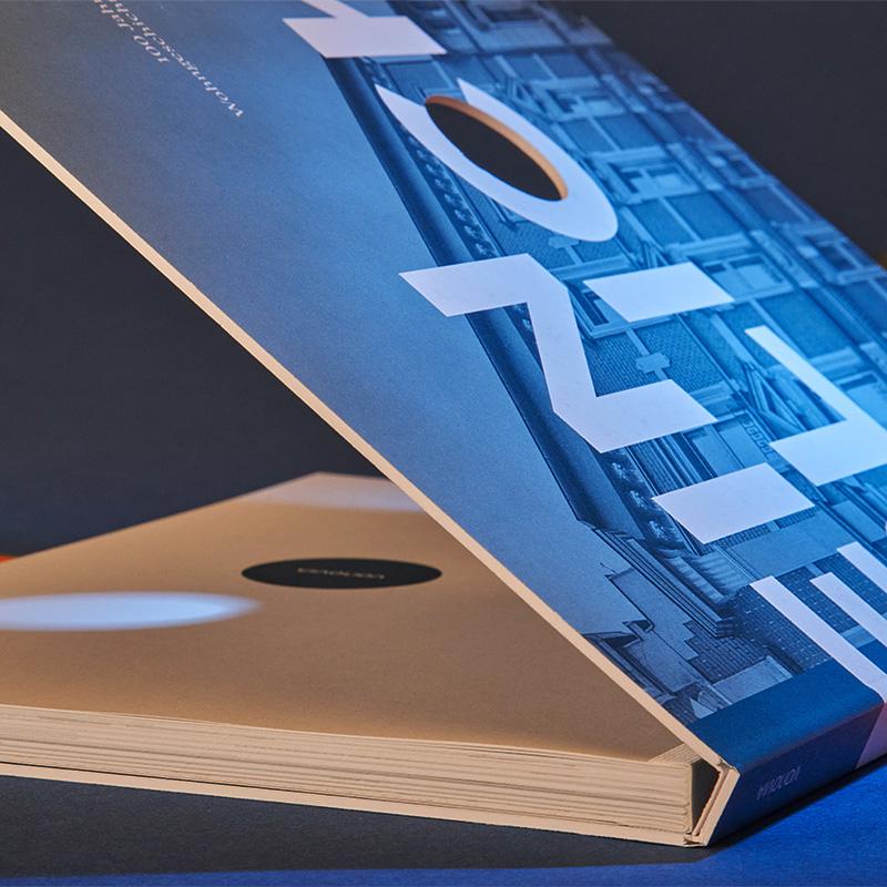 Schweizer Buch, Glattschnitt und mit durchgestanztem Deckel